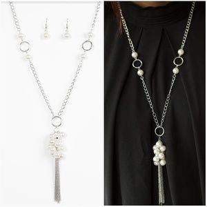 WALK THE RUNWAY WHITE NECKLACE/EARRING SET